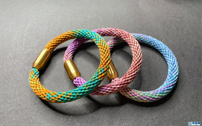 盘编彩线轮回手绳,只需转圈就能完成、简单到爆的一款