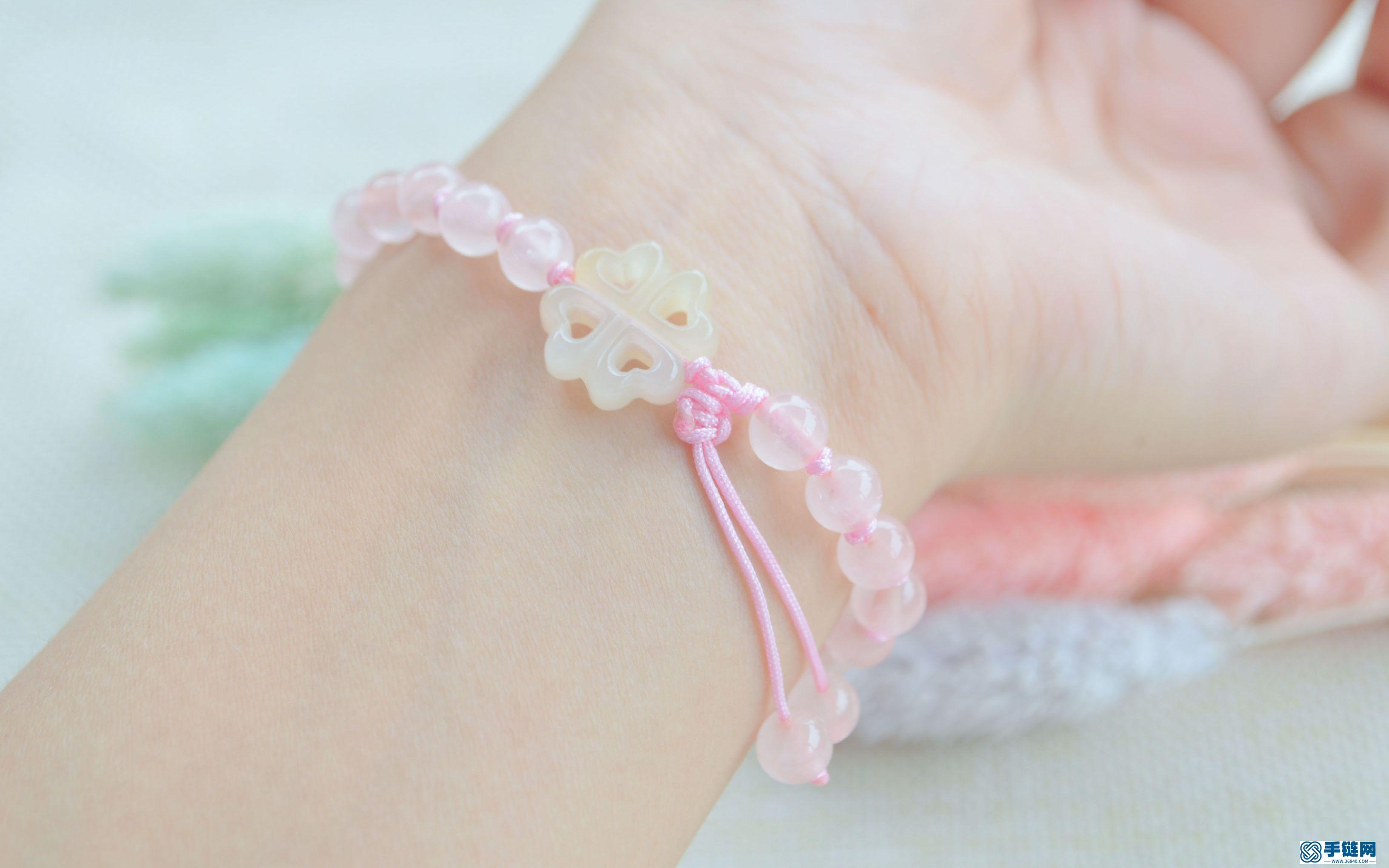 最近很火的珍珠结,搭配粉水晶,做出古风手链的感觉