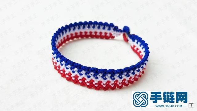 这款红绳手链男生女生都可以戴,编法也是非常简单,海军风